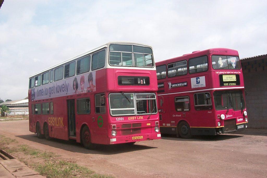 MCW Metrobus #12001 從前是香港中巴/新巴的 ML49 ,與一輛從英國運來的 9.7 米 MCW Metrobus #M607 (前倫敦運輸局 London General )一同出現在加納的城市裡。