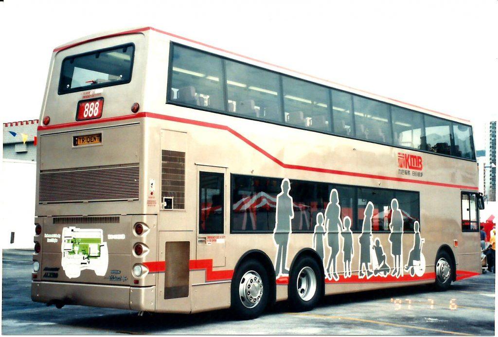 ART1「新紀元巴士」車尾還畫了一副「環保引擎」,是橫置的!攝影:FHC