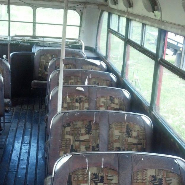 車廂佈局是與倫敦Routemaster相同