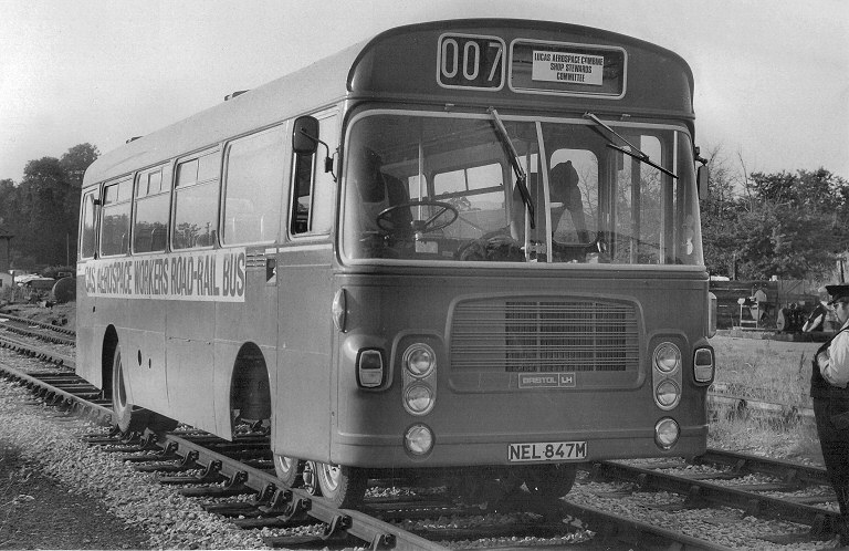 NEL847M被改裝成可於傳統路軌上行駛。© STEPHEN EDGE