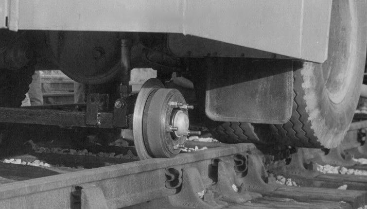 同樣地,尾軸亦加上引導鐵轆以便在軌道上行走,NEL84M仍煞保留由尾軸駛動。© STEPHEN EDGE