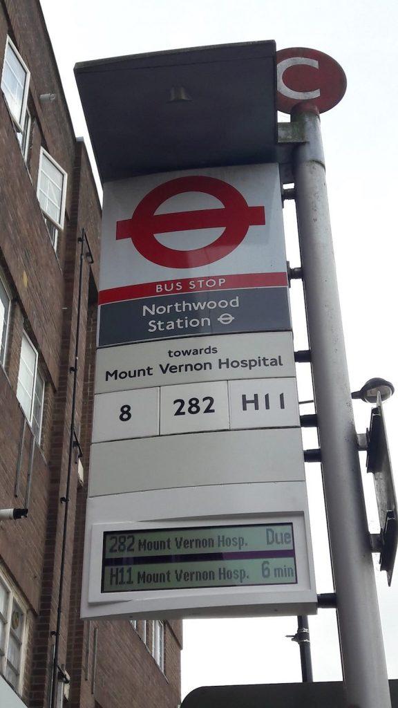 屏幕安裝在位於Hillingdon的Northwood Station,Green Lane上的巴士站C。屏幕將顯示TfL的路線282和H11,以及Arriva的路線8