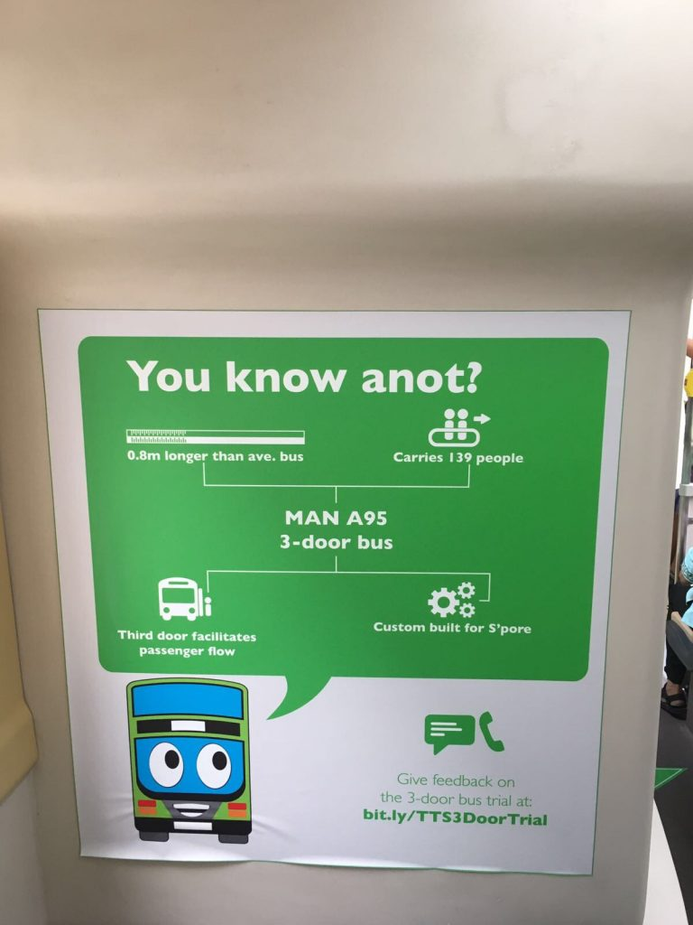 LTA將與兩個公共巴士運營商TTS和SMRT合作,在六個月內對三門巴士進行研究。(Ida Lee攝)