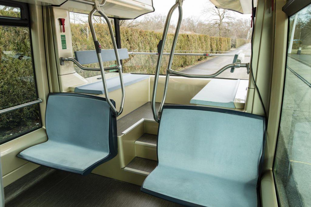 Aptis車尾特別設計,能提供給乘客廣闊的視野。