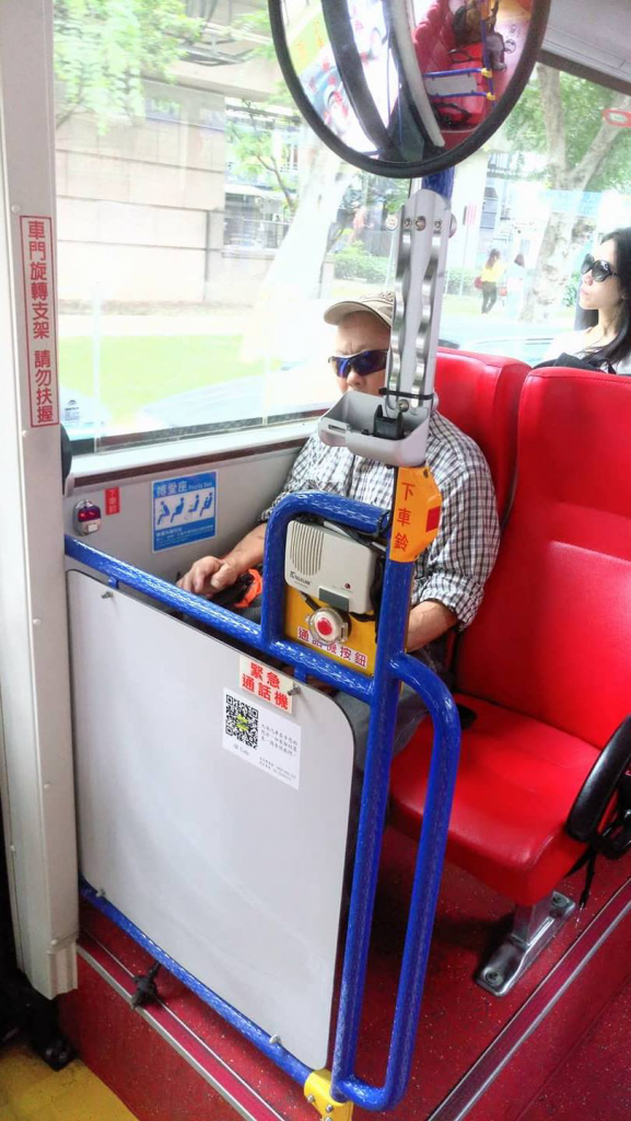 部份公車已開始為加裝後門閘機做準備。(Leslie Chan攝)