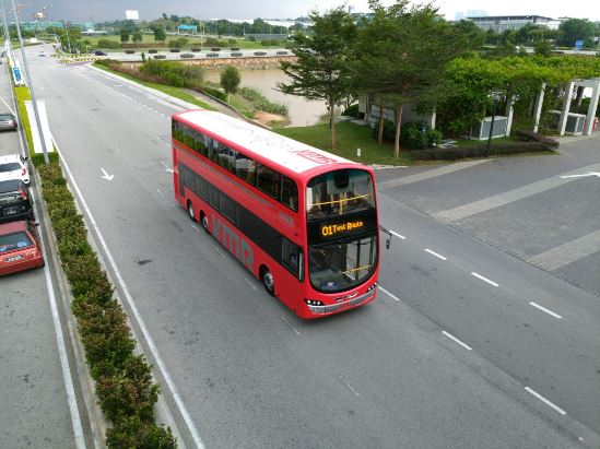 新一代九巴巴士以傳統紅色為主,配以銀色線條點綴車身。