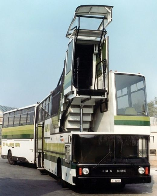 Ikarus 695客梯升高時可達4.8米。