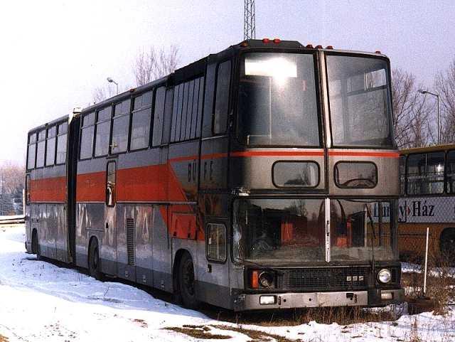 Ikaru 695既是掛接巴士,又是行李搬運車,又是停機坪客梯車。