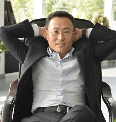 徐沛欣於2004年投資零售參與創建的紅孩子公司,是中國最大的母嬰直投目錄和電子商務網站