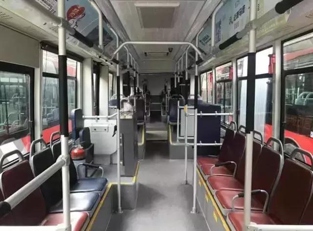 車內採用了專用低地板前後車軸,使到車內通道更寬,大大方便了乘客上車