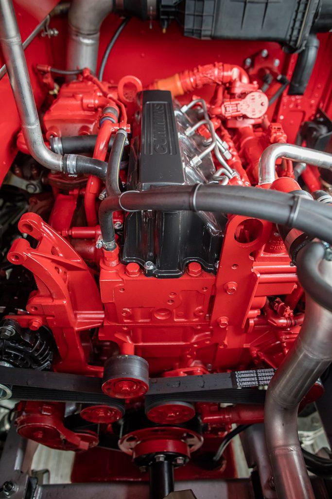 Routemaster細小的引擎室內,安裝了康明斯B4.5引擎。