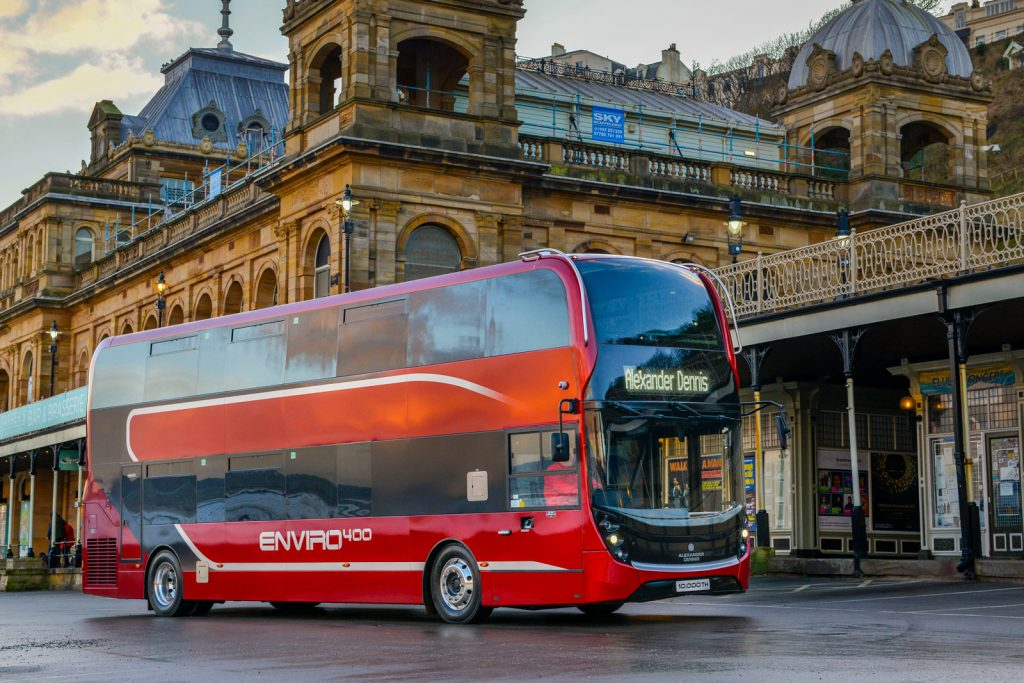 ADL生產第一萬兩軸雙層低地台部巴士為Enviro400,將會作為ADL的示範車。