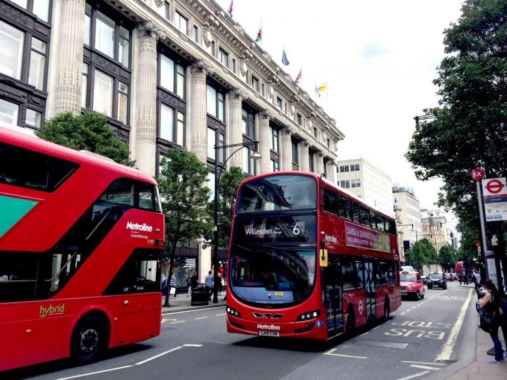 ComfortDelGro旗下Metroline是倫敦第二大巴士運營商,擁有1,700部巴士。
