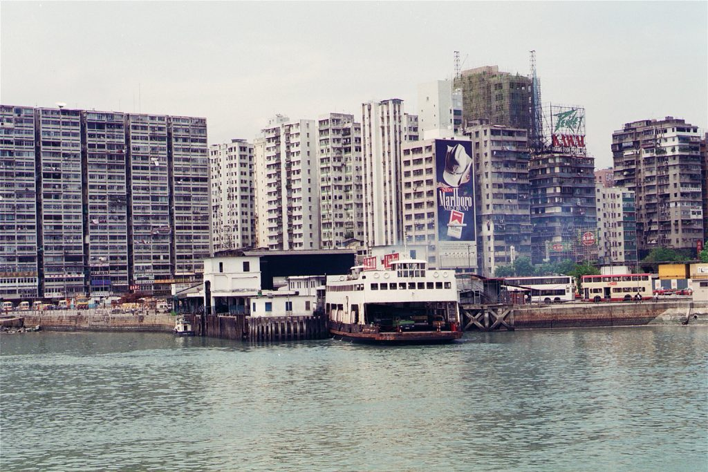從海上回望佐敦道汽車渡輪碼頭。攝影:劉廣民