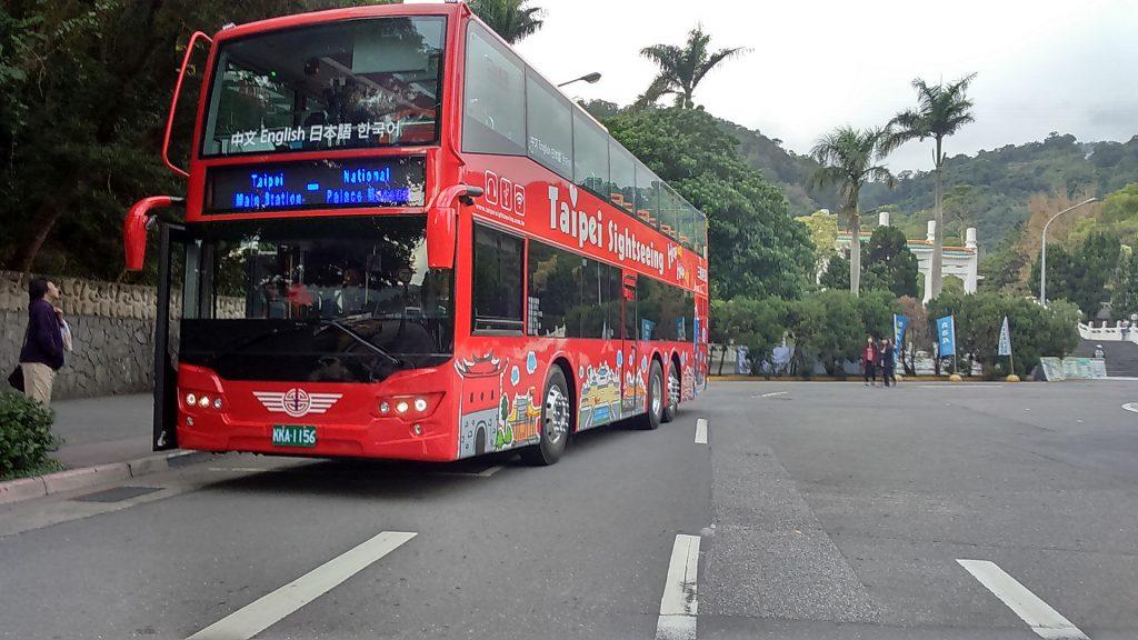 臺北市雙層觀光巴士分紅線及藍線兩條。