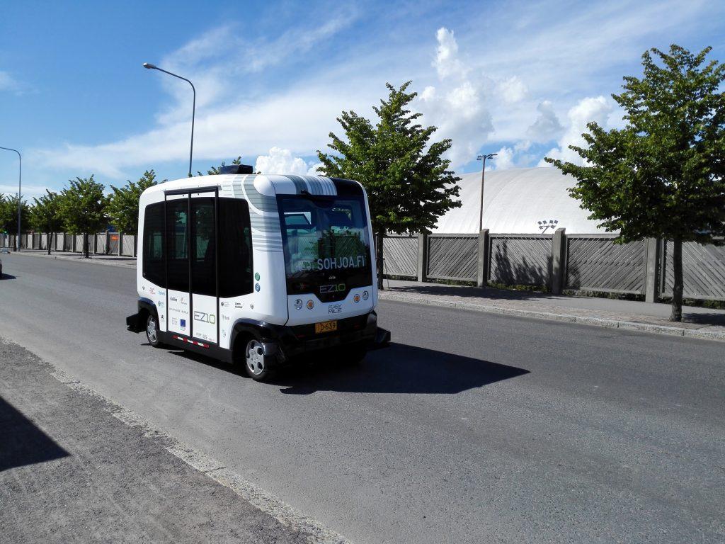 2016年8月中旬在赫爾辛基的Hernesaari試行了兩部EasyMile EZ10電動巴士,以讓有關工作人員掌握自動巴士的行車經驗。