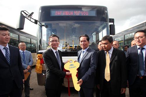 中國駐柬埔寨大使館臨時代辦檀勍生、柬埔寨金邊市市長坤盛出席致辭